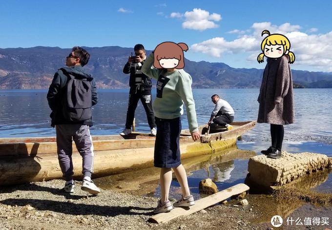 2018年摄于云南泸沽湖,卫衣+半身裙都是小熊的,鞋子NB997。