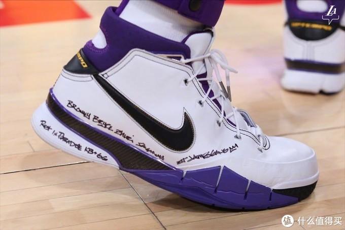 科比 81 分里程碑战靴——Nike Zoom Kobe1
