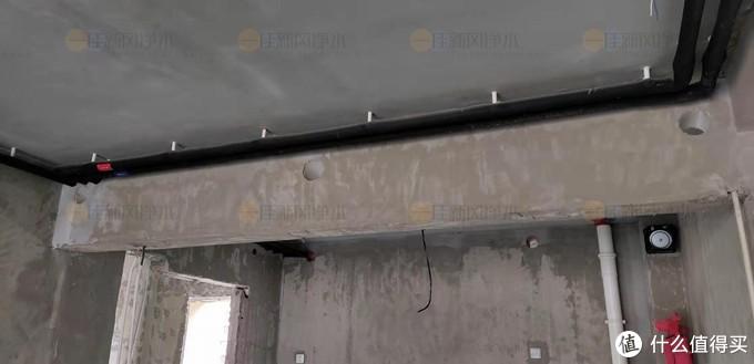 开发商在梁上预置好新风孔位。这些位置来做新风管道孔位是绝对安全的。