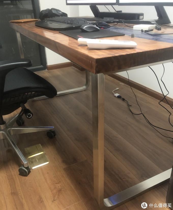 某宝买的不锈钢拉丝书桌支架(11月份还没住进来有点凌乱0.0)