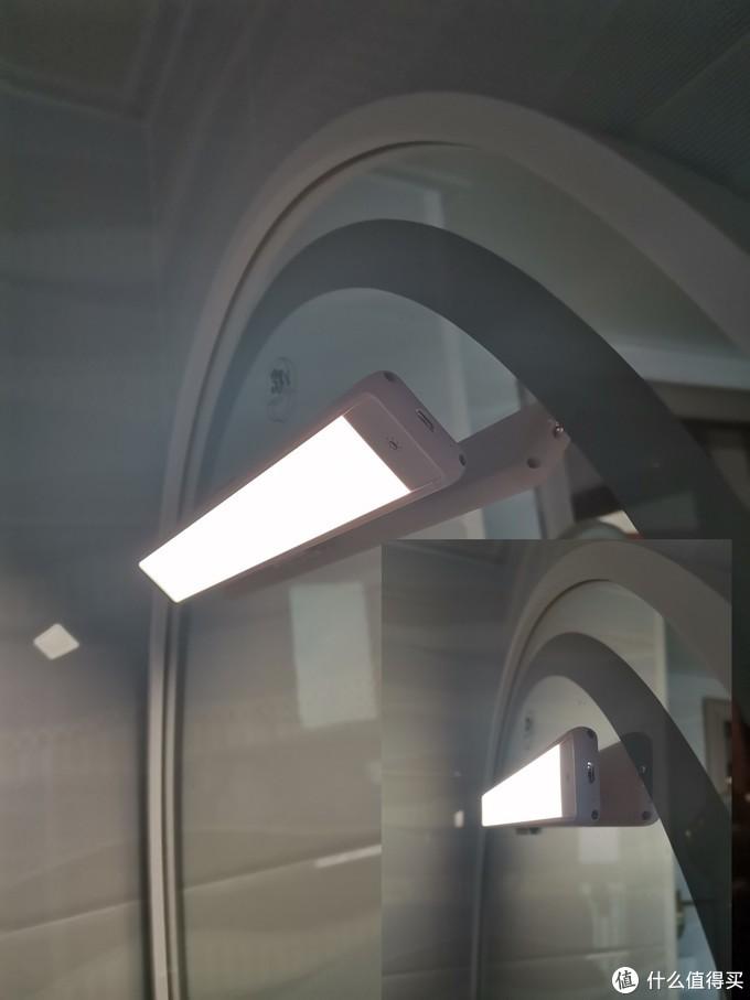 90度磁吸翻转便于调整照明角度