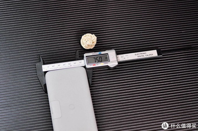秒变手机支架的无线快充装备,南卡POWER2充电宝