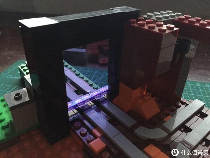 传送门建造好的效果,还是很还原游戏的,中间的科技件当轴承,中间部分可翻转,还原穿越传送门的样子