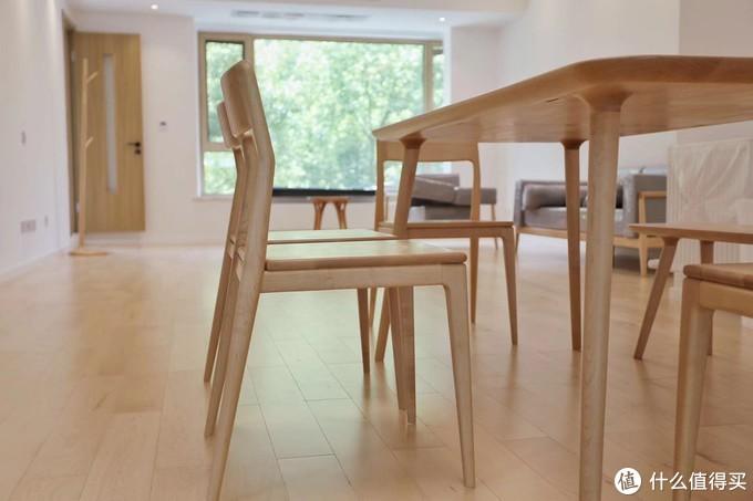 硬枫餐桌与餐椅
