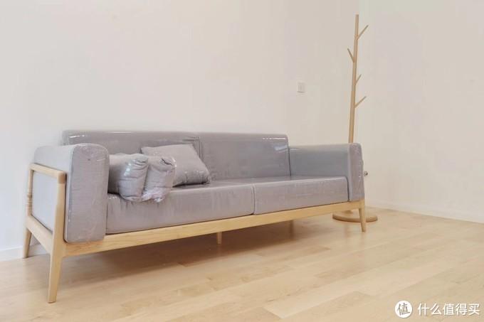 硬枫沙发与衣架