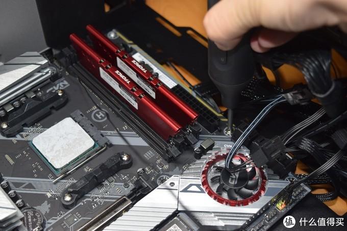 拆解机箱、电源伴侣,批头不多、扭矩够用的巨型米家电动螺丝刀