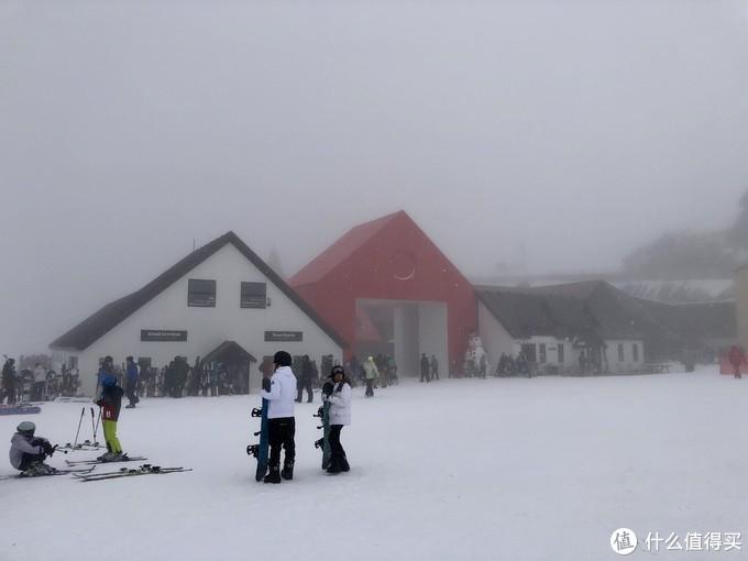 上到初级雪道,风雪太大都不敢滑就下来了