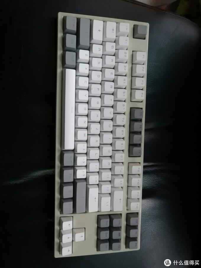 给两个机械键盘喷漆,摇身一变