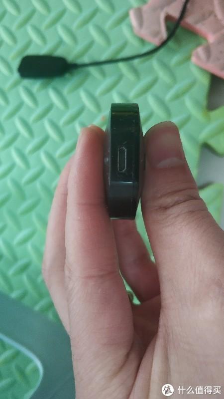 供电接口是micro USB