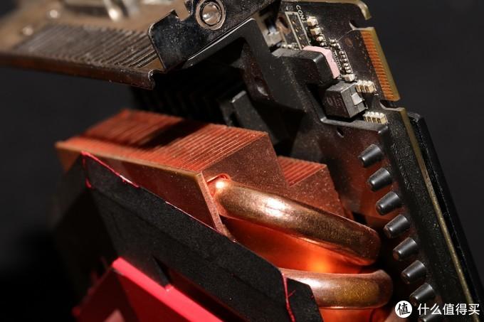 显卡整体需占用3个PCI槽位,竟还预留了交火Pin位... ...要上900W的两张卡吗?
