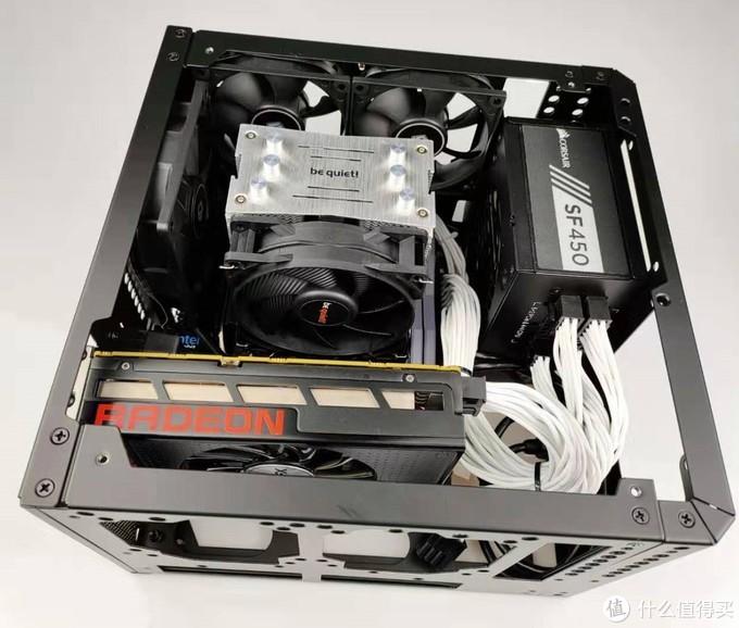 显卡下面还可以上一块3.5的大硬盘,或者上两个8CM的风扇进风