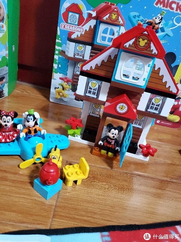 疫情期间只能在家陪孩子玩乐高积木