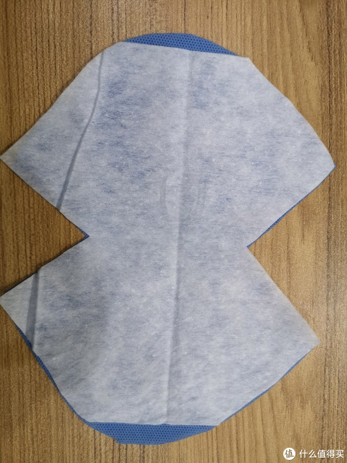 两层SMS无纺布,一层棉柔巾水刺无纺布,这里可以添加静电棉或熔喷层,达到更高的防护能力