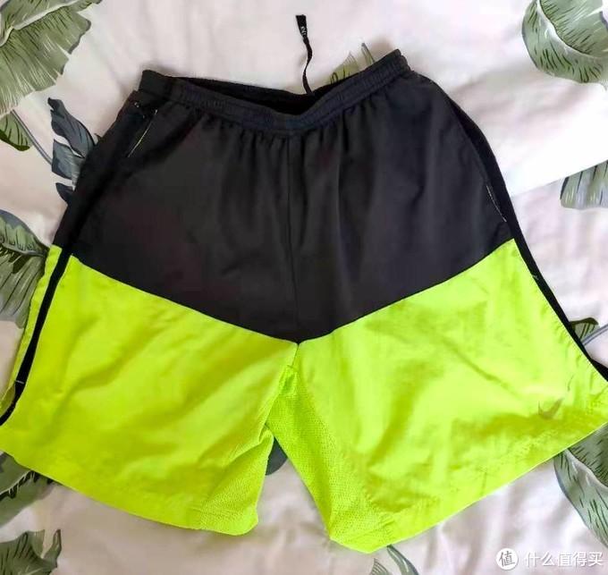 这是我穿的Nike跑裤