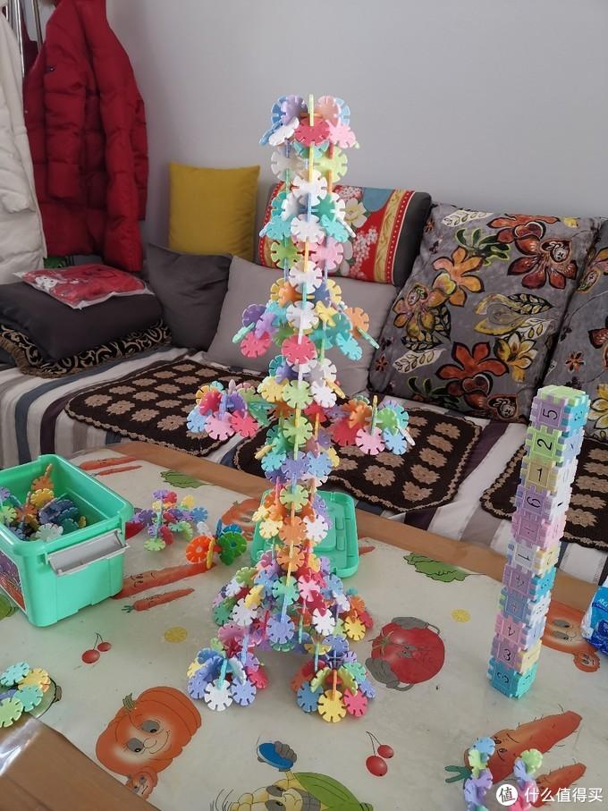 在家宅,和孩子玩玩雪花片!