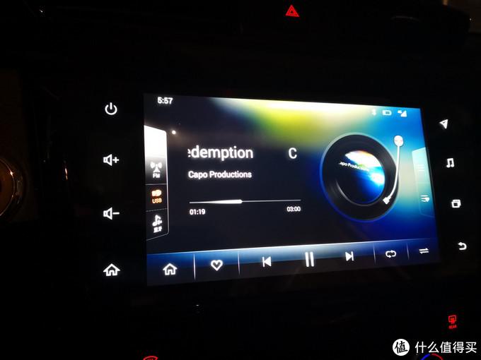 选歌要从播放界面的右侧有个按键点出来,然后在很小的界面里面上下滑动选择。