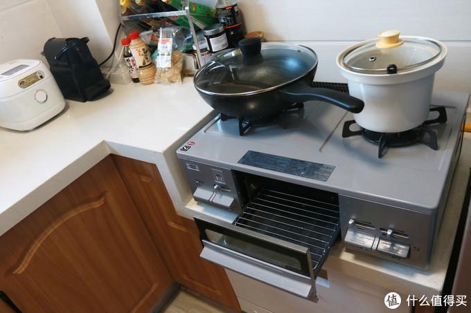 燃气灶带烤架