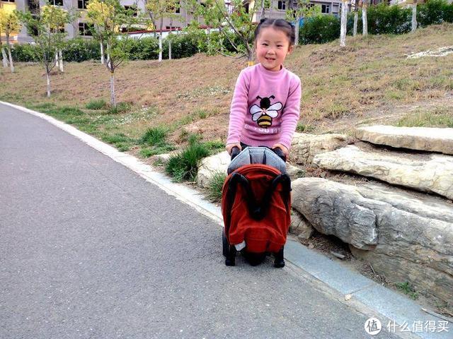 """稚行""""小轻星""""折叠推车:呵护新生宝宝的小助手"""