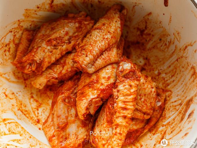腌制一下丢锡纸盒里,坐等吃鸡~翅膀!