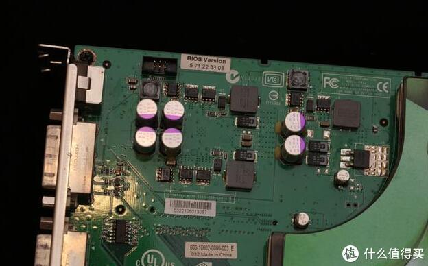 两张PCB的供电规模从设计难度到用料选材都要比单卡双芯轻松得多