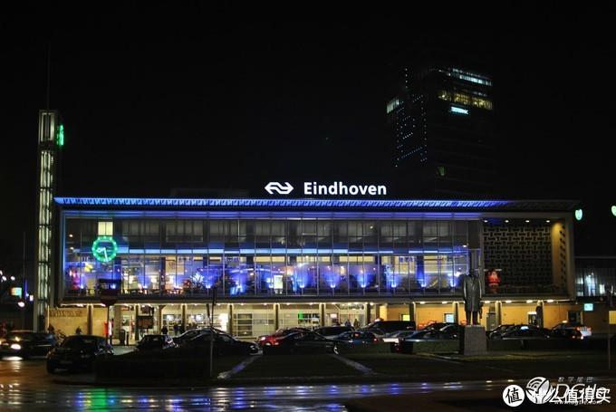 荷兰埃因霍温车站 前面铜像就是飞利浦先生