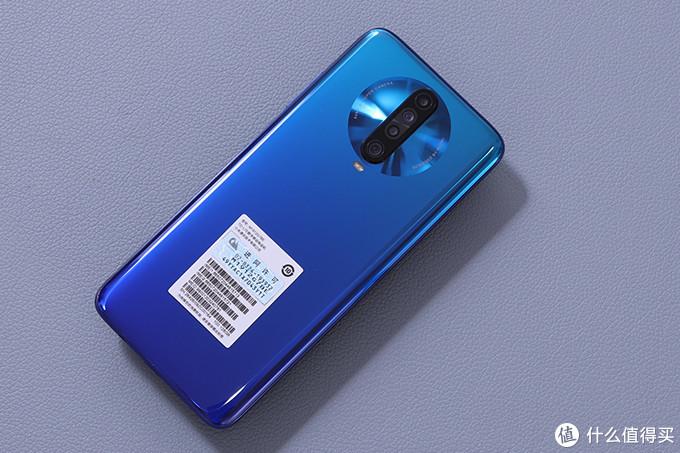 这台手机是在去年底发布后苏宁买的,选这个蓝色也是很无奈