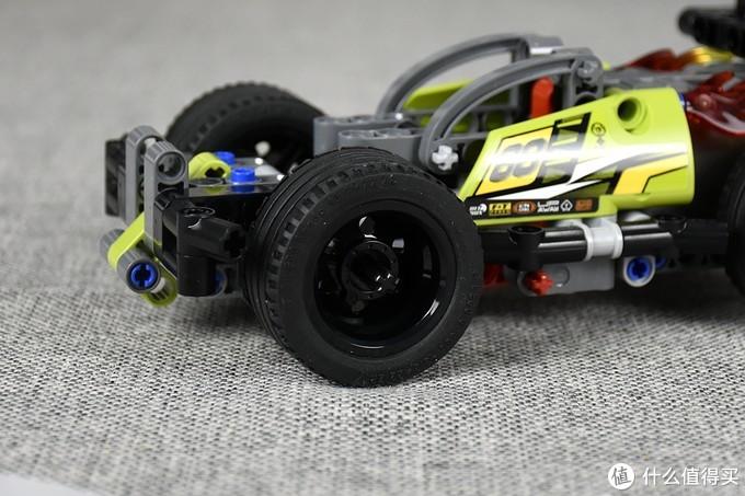 相对于车身,轮子非常的大,稳定性应该不错