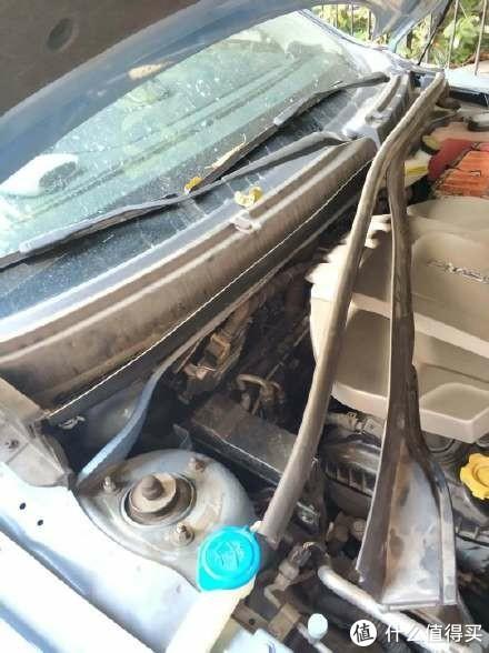 新冠肺炎期间,给汽车换口罩。自己动手更换汽车空调滤芯,预防传染病。