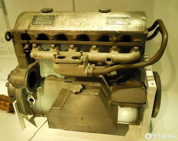 迈巴赫HL42 TKRM发动机,图来自维基百科,似乎与上面图又有点区别。我没学过机械,实在是不懂