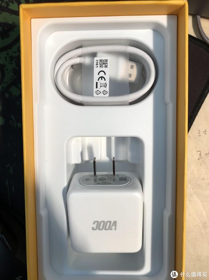 充电套装方面是VOOC闪充套装,充电5分钟,通话2小时可不是随便说说的