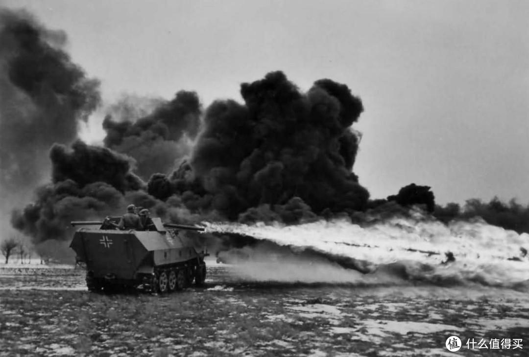 """隶属于5SS武装党卫军""""维京""""装甲师的Sd.kfz. 251/16型喷火装甲车,1944年,东线"""