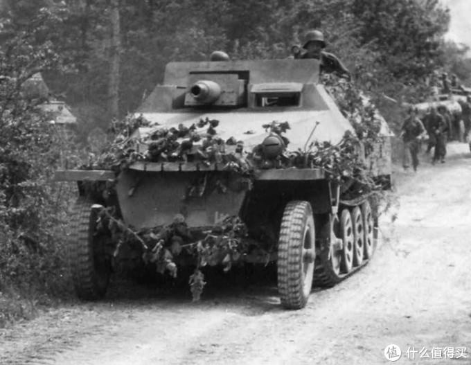 """隶属于2SS武装党卫军""""帝国""""师的一辆Sd.kfz. 251/9型火力支援装甲车,1944年,诺曼底"""