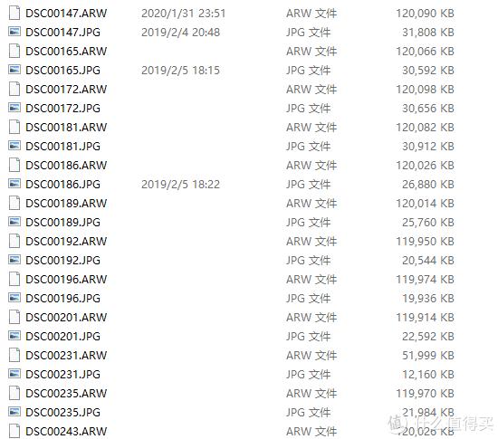 一张照片A7r4直出raw是120MB,JPEG是30MB,也就是一张按下去,就是150Mb,一口气连拍个6,7张,1G就没了。我买了一张256G和一张128G的卡,前两天就用掉了一半,导致后面压力很大。