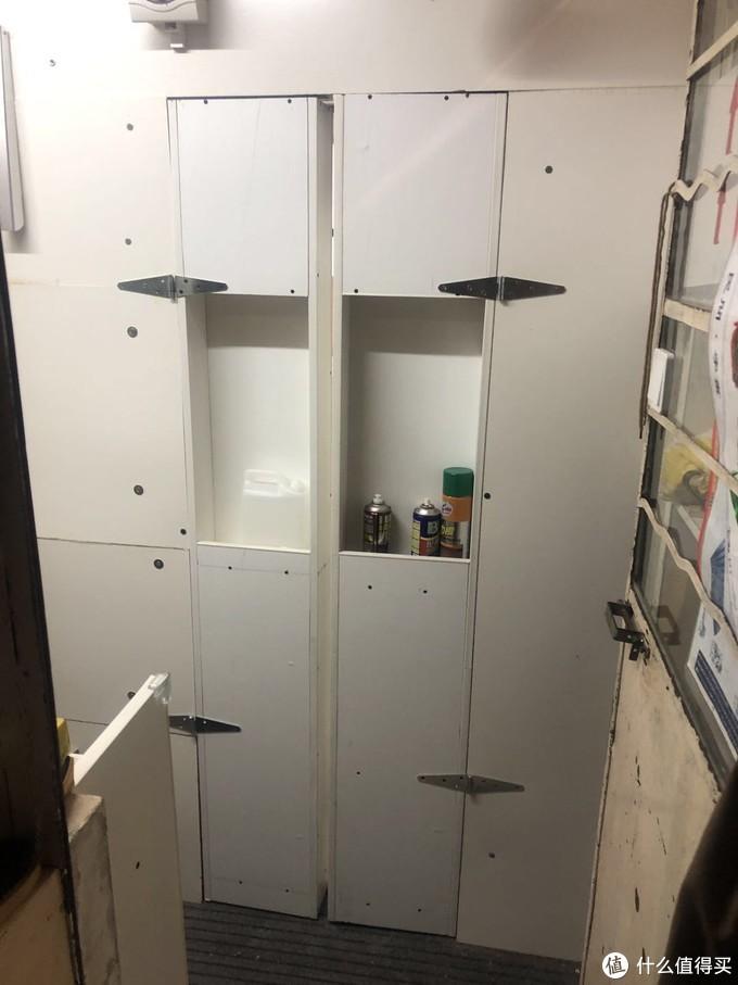 这是通往工作间的门,也是我自己做的。。柜子做的门这里没做好中间缝隙太大
