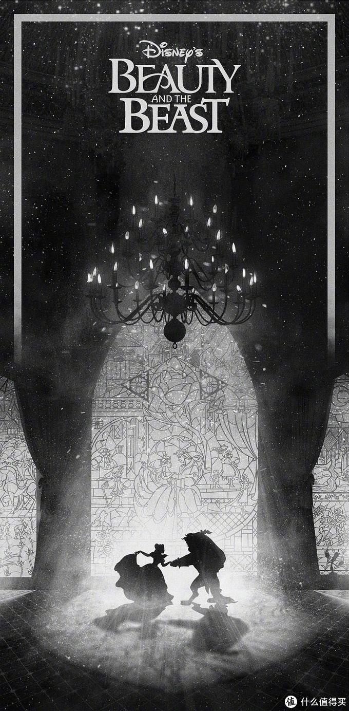 《美女与野兽》是18世纪法国的儿童作家博蒙夫人创作的童话,在迪士尼将它改编成动画并使之家喻户晓之前,已经多次被搬上大荧幕。虽然历经多次改编,但是故事核心始终是:善良的贝拉因为意外的缘故住进了一头人形野兽的城堡,在与野兽的相处过程中,两位相爱了,野兽因为爱而现出了原形——一位被诅咒王子,从此过上了幸福的生活。