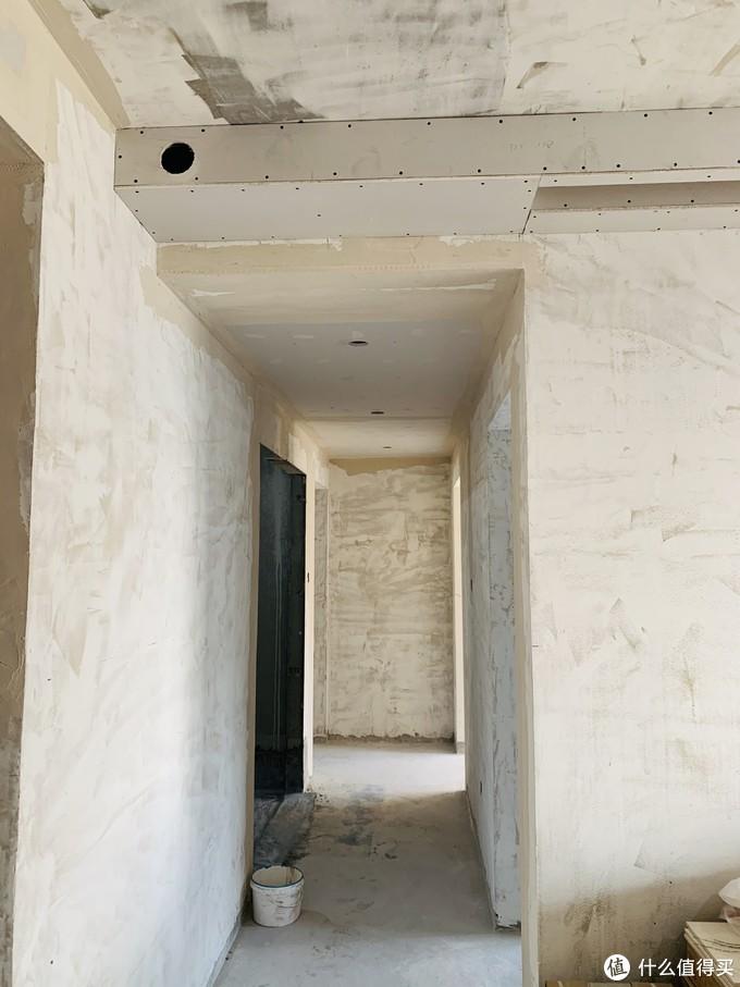 分支箱位于走廊顶部