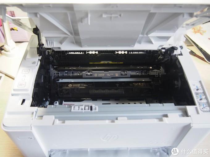 硒鼓和墨粉是分离的,环保的设计,一个硒鼓(12000页)大约可以支持5个墨粉的打印吧。
