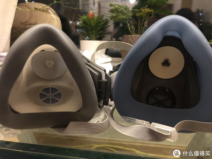 内部,上面是进气阀,下面是排气阀