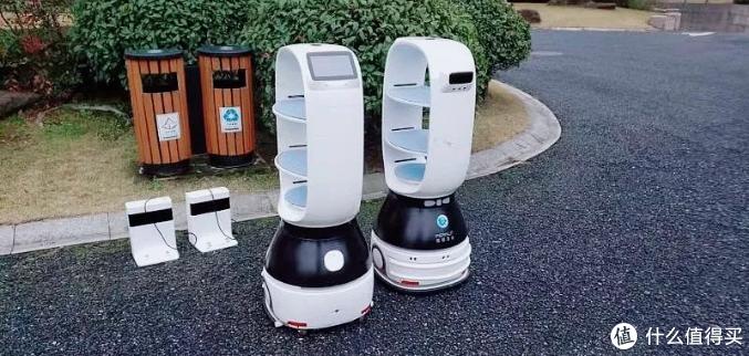 智能抗疫 | 擎朗送餐机器人再次集结 为上海定点隔离区配送物资