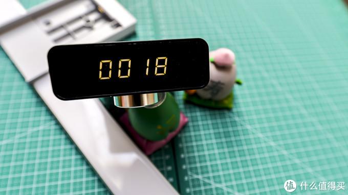 光线柔和,无阴影!点亮你的桌面的—EZVALO·几光 手扫充电橱柜/书桌感应灯