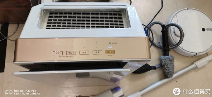 操作面板十分简易,使用最多的功能按钮是消毒和PM2.5