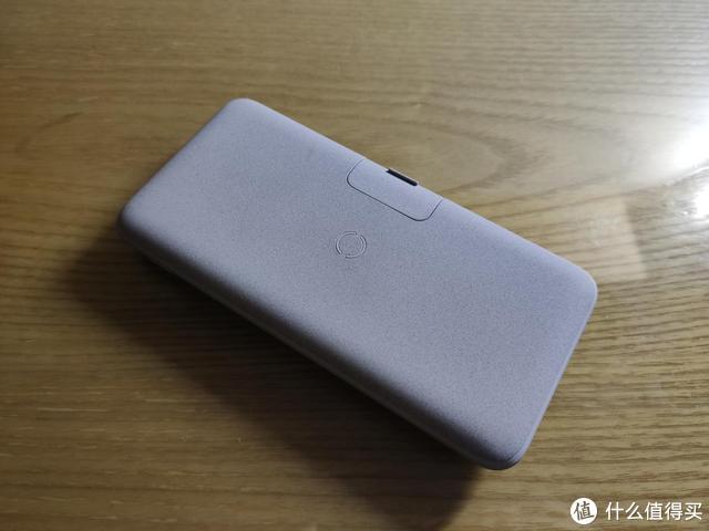 南卡POW2无线充电宝:支持多协议快充,还能当手机支架
