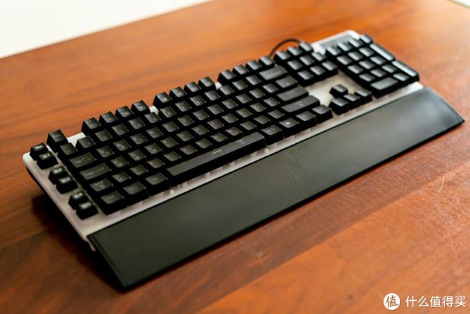 键盘的颜值还是相当在线的,造型上我挑不出太大毛病