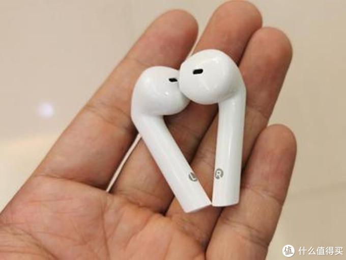 选择漫步者lollipods蓝牙耳机送女友,依偎一起聆听好声音