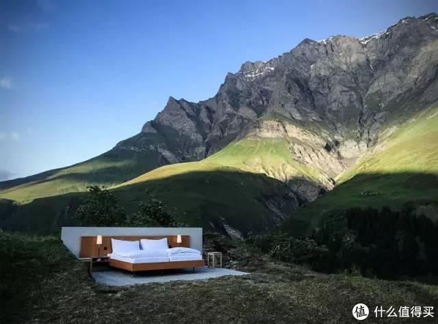 阿尔卑斯山上只有一张床的0星级酒店,连墙壁都没有,你愿意住吗