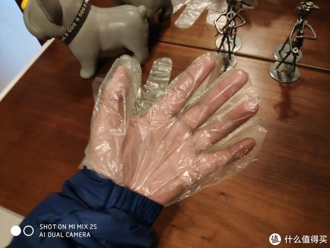 出门戴上它,不耽误按电梯、不耽误操作手机,更重要的是:戴了一次性手套之后你会下意识地减少揉眼和抠鼻子抹嘴的几率(๑•̀ㅂ•́)و✧