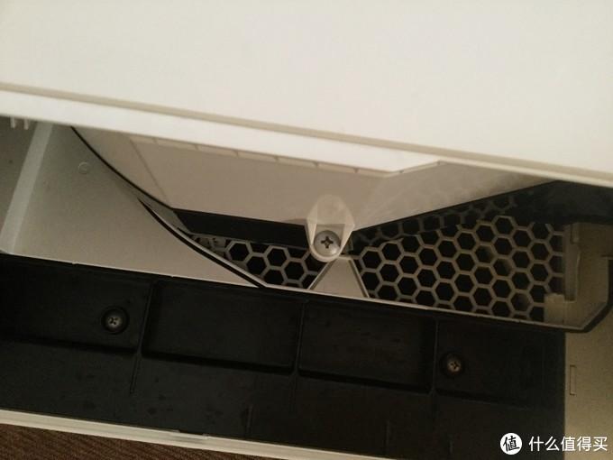 拆了水槽和托盘能看见的那个螺丝
