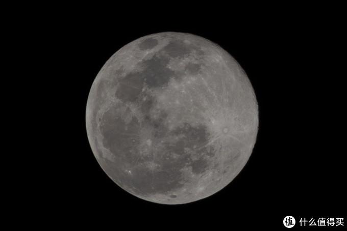 经过裁切只剩60万像素的月亮