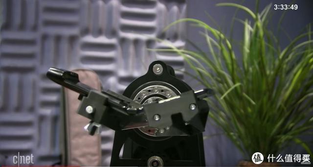 外媒测试 Razr 折叠机转轴寿命只有 27000 次?Motorola 有话要说