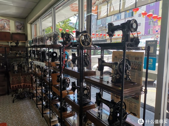 卖缝纫机的专营店(这不是古董店哟)